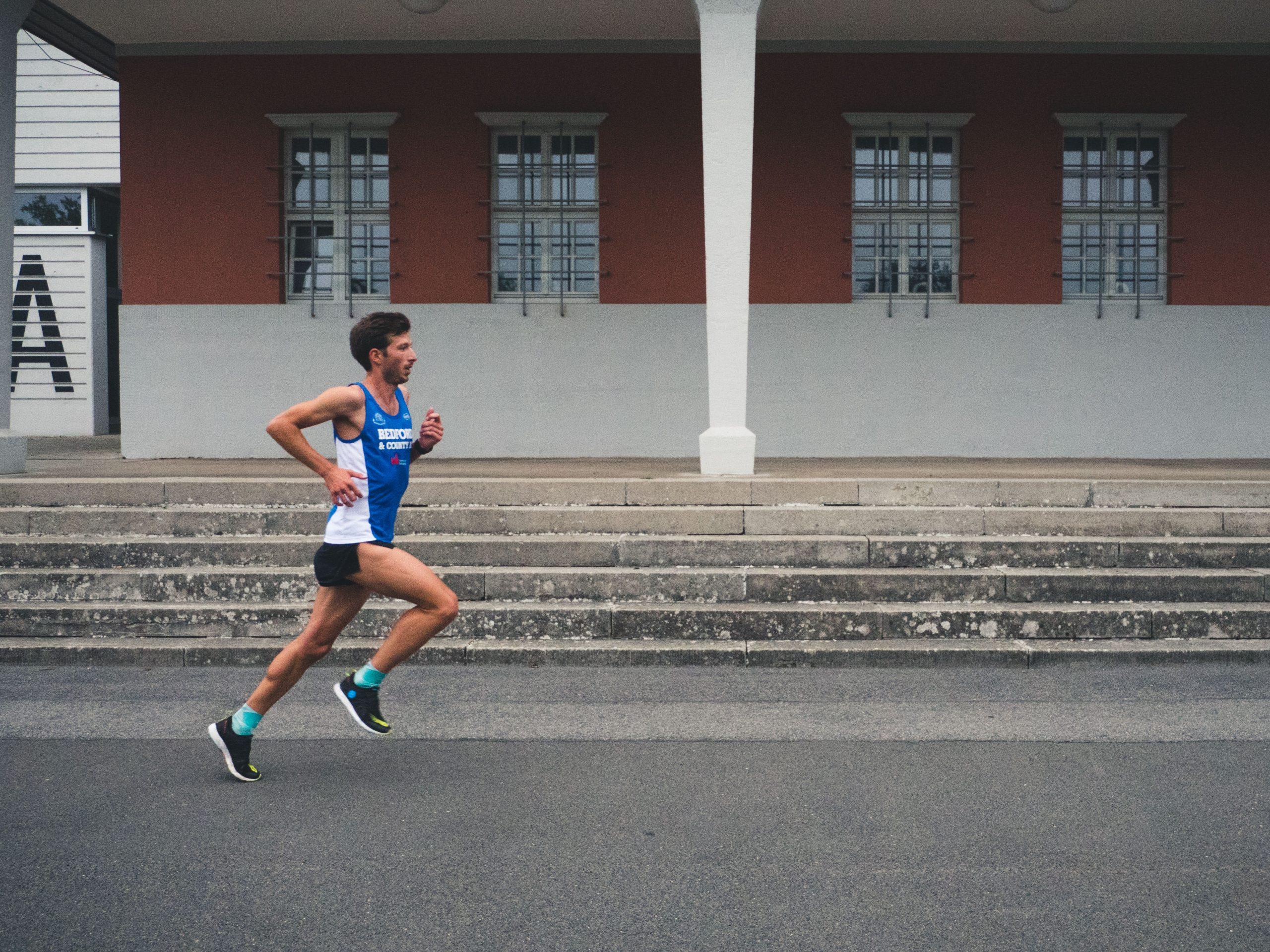 Felix Hentschel der richtige Armschwung hilft schneller zu laufen