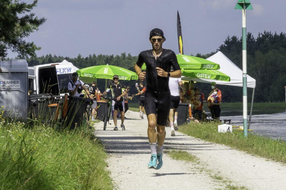Felix Hentschel läuft bei der Challenge Roth 2021